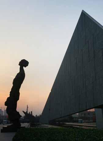 記念館の資料館が半年間非公開となります。